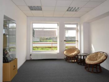 Pronájem obchodních prostor 87 m², Sadská