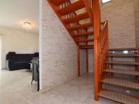 SCHODIŠTĚ DO 1. PATRA - Prodej domu v osobním vlastnictví 140 m², Hradištko