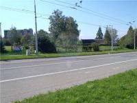 Výhled na pozemek z hlavní cesty (Prodej pozemku 857 m², Ostrava)