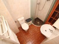 koupelna s toaletou v přízemí (Prodej zemědělského objektu 273 m², Český Těšín)
