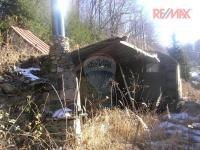 Posezení s ohništěm a sklad  nařadí (Prodej pozemku 3757 m², Mikulovice)