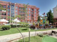 pohled na dům z minigolfu (Prodej bytu 1+kk v osobním vlastnictví 39 m², Nessebar)