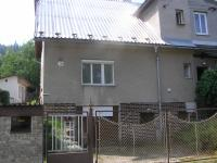 Vstup a vjezd k domu (Prodej domu v osobním vlastnictví 220 m², Lipová-lázně)