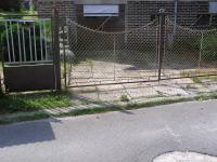 Vjezd k domu (Prodej domu v osobním vlastnictví 220 m², Lipová-lázně)