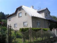 Pohled ze silnice na dům (Prodej domu v osobním vlastnictví 220 m², Lipová-lázně)