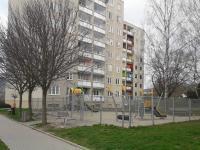 multifunkční hřiště před domem - Prodej bytu 3+1 v družstevním vlastnictví 65 m², Šumperk