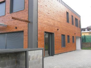 Pohled na příjezd k domu - Prodej domu v osobním vlastnictví 145 m², Jeseník