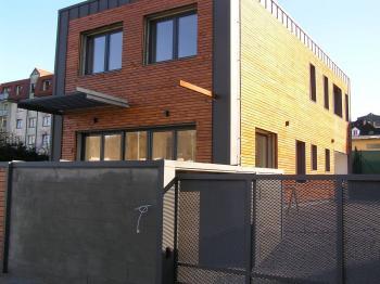Boční pohled a vjezd  - Prodej domu v osobním vlastnictví 145 m², Jeseník