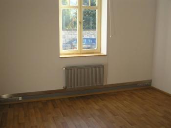 První obytný pokoj - Pronájem bytu 3+1 v osobním vlastnictví 88 m², Jeseník