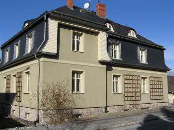 Okna bytu v přízemí - Pronájem bytu 3+1 v osobním vlastnictví 88 m², Jeseník