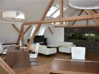 Jednací místnost v půdní vestavbě (Prodej komerčního objektu 671 m², České Budějovice)