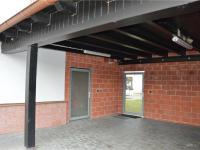 Boční vstup, přístřešek (Prodej komerčního objektu 671 m², České Budějovice)