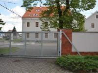 Vjezd - automaticky ovládaná vrata (Prodej komerčního objektu 671 m², České Budějovice)