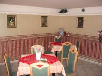 Restaurace - salónek (Pronájem domu v osobním vlastnictví 295 m², Písek)