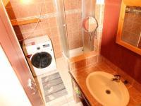 koupelna s wc (Prodej bytu 2+1 v osobním vlastnictví 57 m², Plzeň)