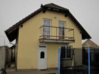 Pohled na dům - vchod (Prodej domu v osobním vlastnictví 123 m², Sedlice)