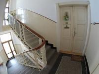 Chodba domu - vchodové dveře bytu (Prodej bytu 2+1 v osobním vlastnictví 111 m², Strakonice)