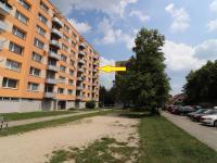Pohled na dům a byt s balkonem (Pronájem bytu 1+1 v osobním vlastnictví 37 m², Strakonice)