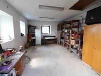 Jedna z garáží - Prodej domu v osobním vlastnictví 153 m², Chanovice