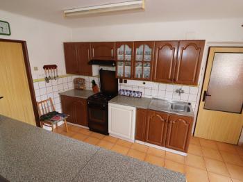 pokoj č. 1 s k.k. a spíží v přízemí - Prodej domu v osobním vlastnictví 153 m², Chanovice