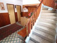 Chodba domu - schody do podkroví - Prodej domu v osobním vlastnictví 153 m², Chanovice