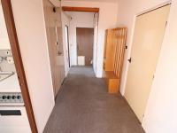 Chodba bytu (Prodej bytu 2+1 v osobním vlastnictví 65 m², Strakonice)