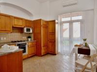 1.Patro kuchyně a vstup na terasu  (Prodej domu v osobním vlastnictví 288 m², Třeboň)