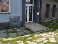 boční vchod - Pronájem obchodních prostor 750 m², Strakonice