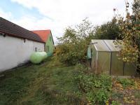 Pohled do zahrady, nádrž na plyn - Prodej domu v osobním vlastnictví 198 m², Brand - Nagelberg