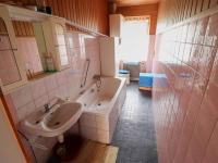 Koupelna s WC v 1.NP - Prodej domu v osobním vlastnictví 198 m², Brand - Nagelberg