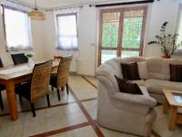 RD - Chýně - Praha západ - jídelní kout a obývací pokoj - Prodej domu v osobním vlastnictví 175 m², Chýně