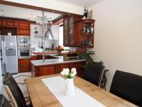 RD - Chýně - Praha západ - kuchyňský a jídelní kout - Prodej domu v osobním vlastnictví 175 m², Chýně