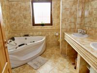 RD - Chýně - Praha západ - koupelna - Prodej domu v osobním vlastnictví 175 m², Chýně