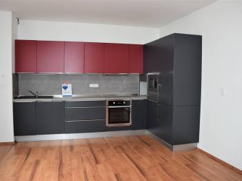 Kuchyně s kuchyňskou linkou - Prodej bytu 4+kk v osobním vlastnictví 110 m², Tábor