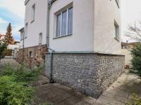 Pohled na dům z pozemku - Prodej domu v osobním vlastnictví 178 m², Strakonice