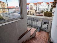 Pohled od vchodových dveří domu do ulice Holečkova - Prodej domu v osobním vlastnictví 178 m², Strakonice