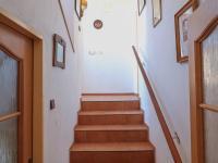Schody od WC na 1. NP - Prodej domu v osobním vlastnictví 178 m², Strakonice