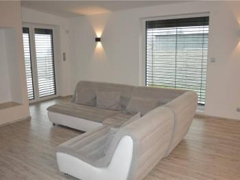 obývací pokoj se vstupem na terasu - Pronájem domu v osobním vlastnictví 158 m², Lišov