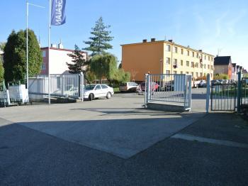 Vjezd do areálu - Pronájem komerčního objektu 160 m², Týn nad Vltavou