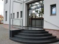 Hlavní vstup do budovy - Prodej komerčního objektu 671 m², České Budějovice
