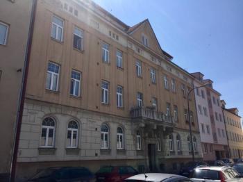 Pronájem bytu 3+KK ul. Komenského České Budějovice - pohled na dům - Pronájem bytu 3+kk v osobním vlastnictví 76 m², České Budějovice