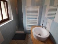 koupelna přízemí - Prodej domu v osobním vlastnictví 234 m², Dolní Třebonín