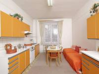Kuchyně s výhledem do zahrady  - Prodej domu v osobním vlastnictví 320 m², České Budějovice