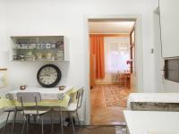 Pohled na vstup do obývacího pokoje z kuchyně ve ve 2.NP - Prodej domu v osobním vlastnictví 320 m², České Budějovice