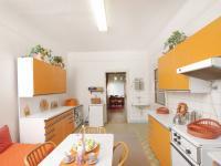 Kuchyně - pohled do obývacího pokoje 1.NP - Prodej domu v osobním vlastnictví 320 m², České Budějovice