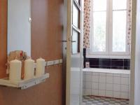 Pohled na vstup do koupelny v 1.NP - Prodej domu v osobním vlastnictví 320 m², České Budějovice