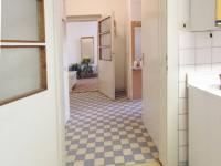 Pohled z kuchyně ke vstupním dveřím do bytu v 1.NP - Prodej domu v osobním vlastnictví 320 m², České Budějovice