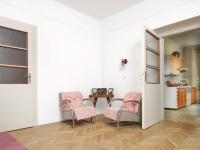 Pohled z obývacího pokoje do kuchyně 1.NP - Prodej domu v osobním vlastnictví 320 m², České Budějovice
