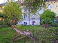 zahrada - pohled směrem k domu - Prodej domu v osobním vlastnictví 320 m², České Budějovice