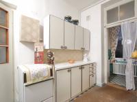Kuchyně a vstup do koupelny 2.NP - Prodej domu v osobním vlastnictví 320 m², České Budějovice